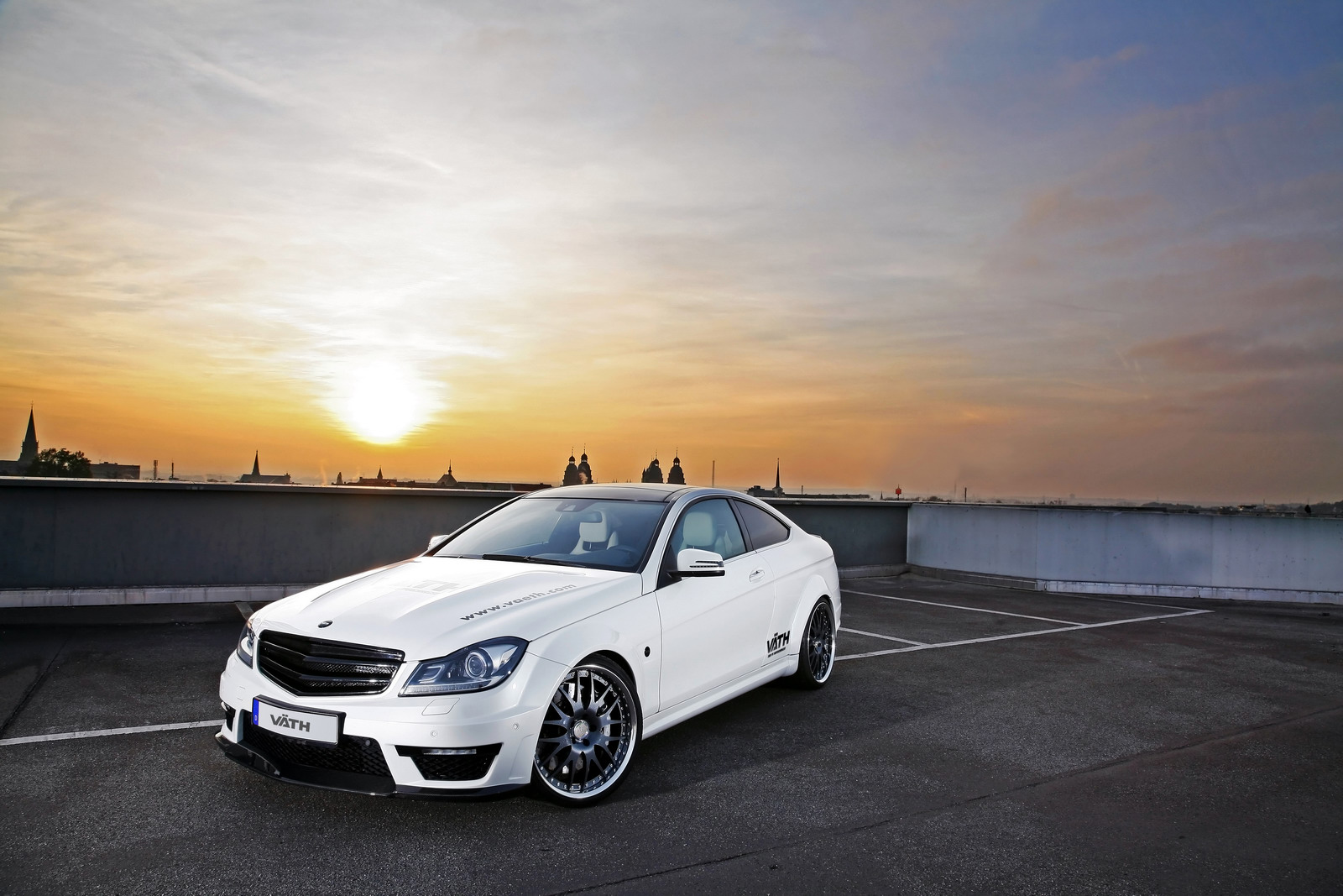 V th mercedes benz c63 amg coupe for Mercedes benz c63 amg coupe
