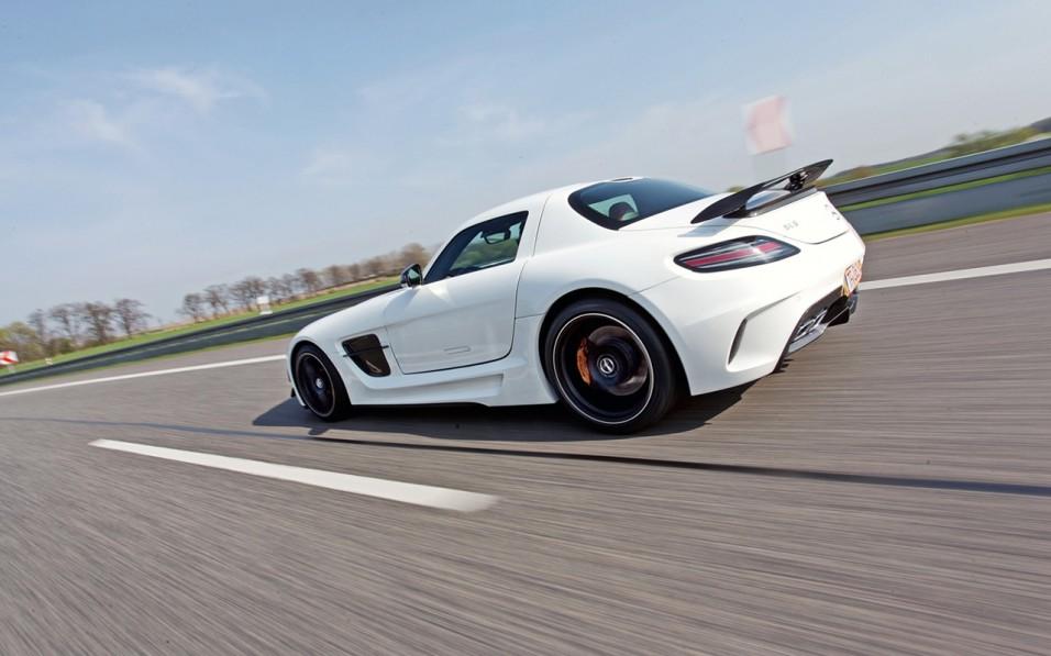 2014-SGA-Aerodynamics-Mercedes-Benz-SLS-AMG-4