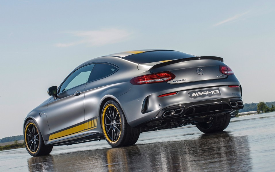 2016-Mercedes-AMG-C-63-Coupe-5